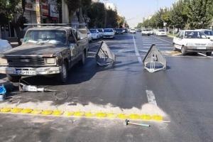 نصب علائم ترافیکی در منطقه یک با هدف کاهش تصادفات